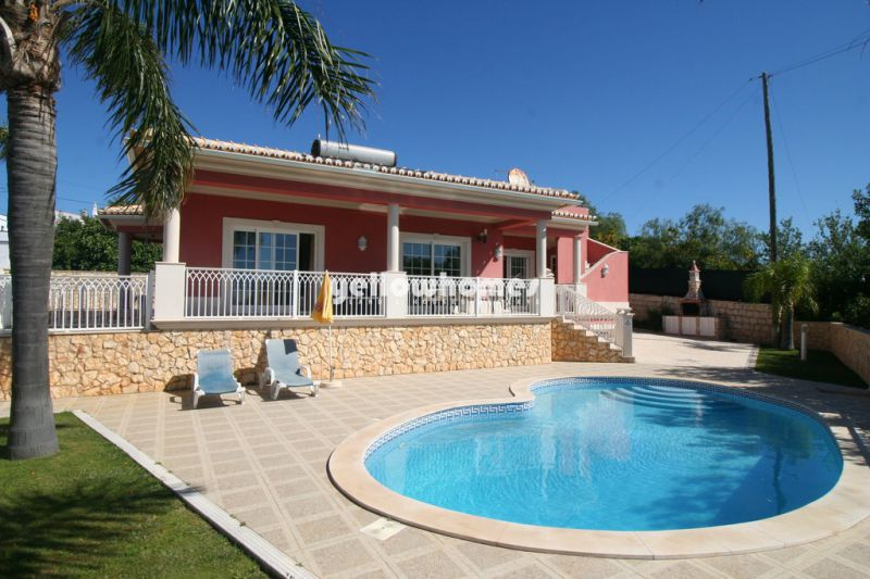 Charming one storey 4-bed villa with pool and panoramic views in Boliqueime